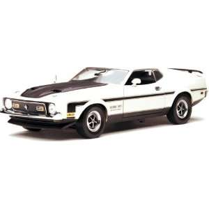 1971 Ford Mustang Boss 351 Diecast model car 118 scale