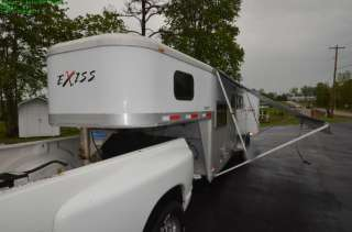2005 UNIVERSAL EXISS SPORT ES307 THREE HORSE TRAILER W/ LIVING